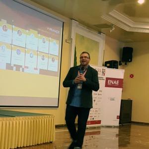 Iñaki Tovar dando la bienvenida a los asistentes
