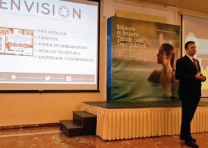 Francisco José Molina presentando su ponencia