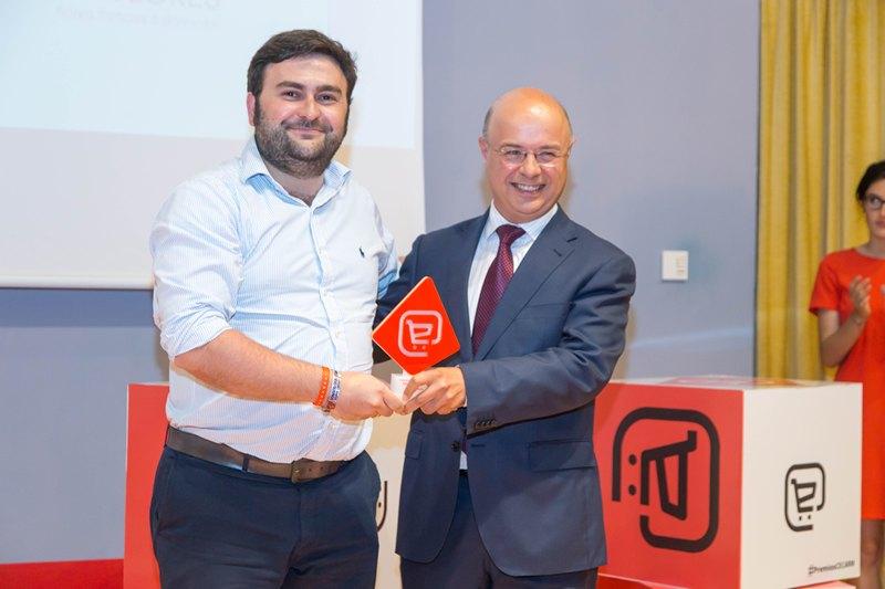 Andrés Carrillo entrega el Premio al mejor ecommerce...